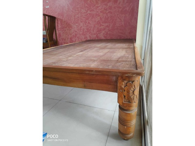 Single Bed Diwan Of Teak Wood In Excellent Condition With Carvings On All 4 Legs