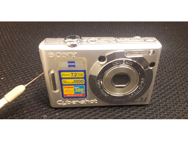 SONY DSC-W70 7.2 Mega Pixel - 1/2