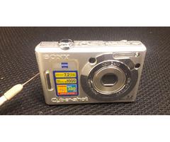 SONY DSC-W70 7.2 Mega Pixel - Image 1/2