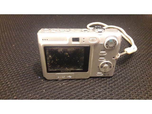 SONY DSC-W70 7.2 Mega Pixel - 2/2