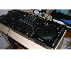 Pioneer DJ set 2 x CDJ 2000 Nexus and 1 x DJM 900 Boxed