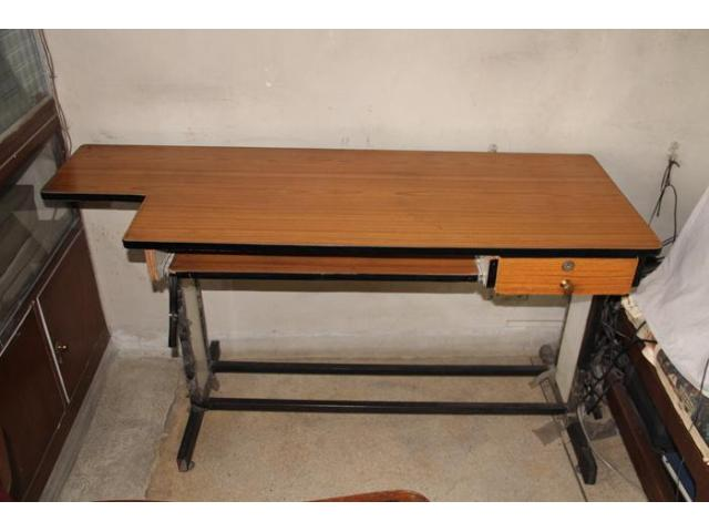 Wooden Metallic Computer Table available at reduced price !!!