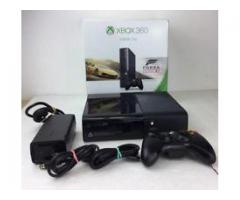 XBox 360 (E) 500 GB - 10 months old