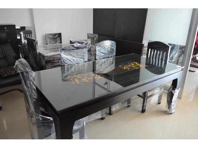 Pure Sagwan Dining Table with the Modern look - 1/2